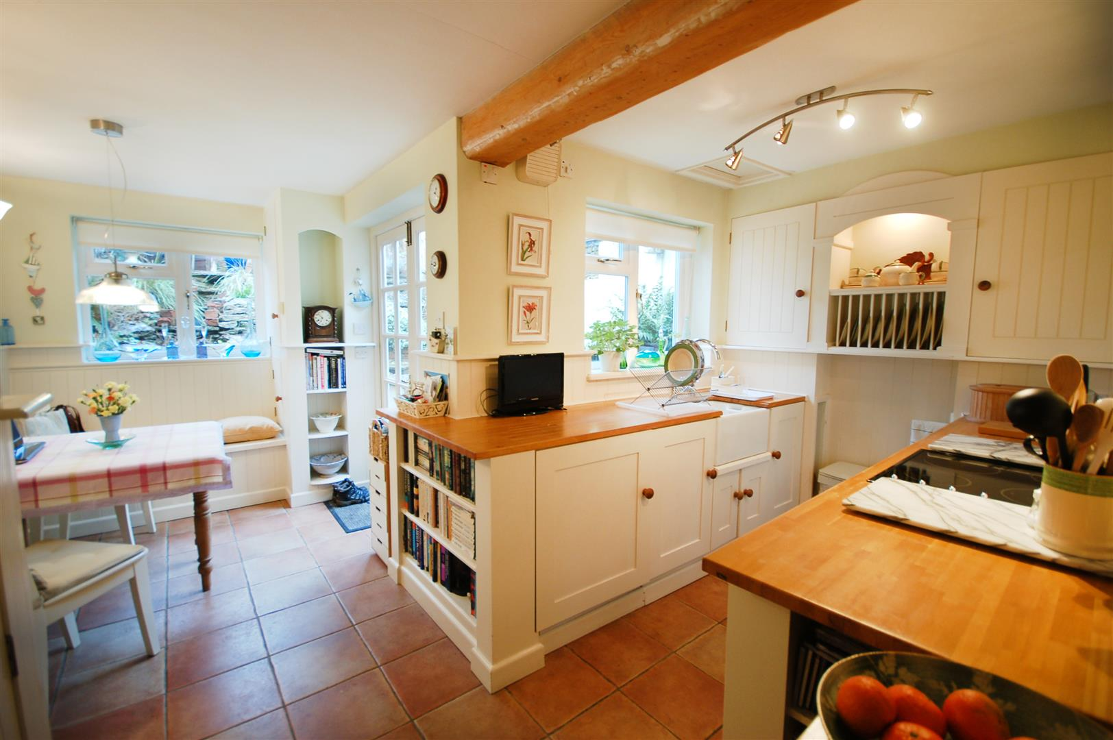 2 bedroom mid terrace house for sale